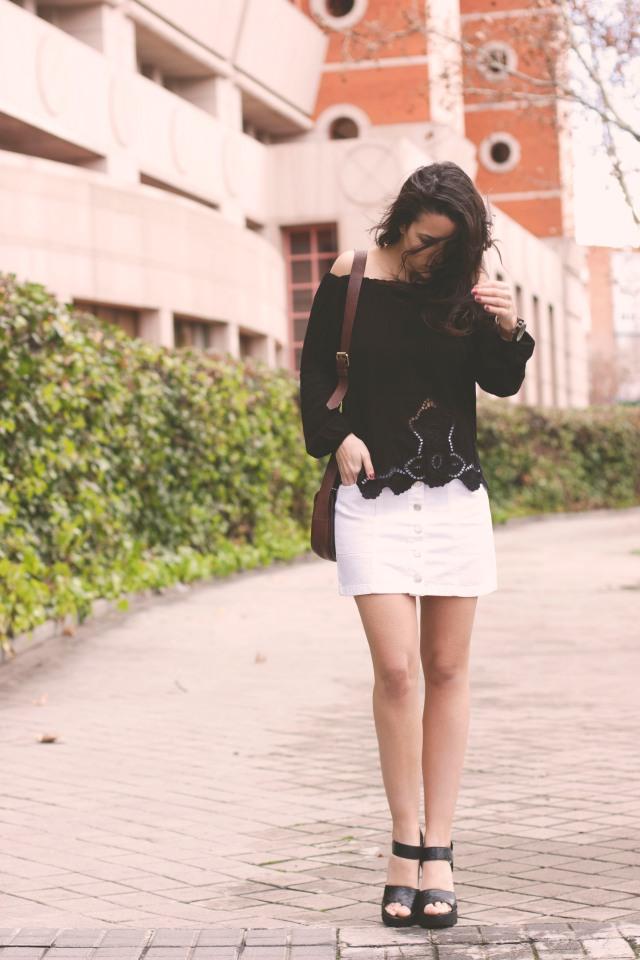 Blog TrendyTwo Trendy Two gemelas moda fashion tendencias falda abotonada camisa camiseta cuello barco blanca negro negra blanco 2