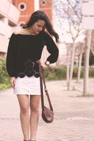Blog TrendyTwo Trendy Two gemelas moda fashion tendencias falda abotonada camisa camiseta cuello barco blanca negro negra blanco 5