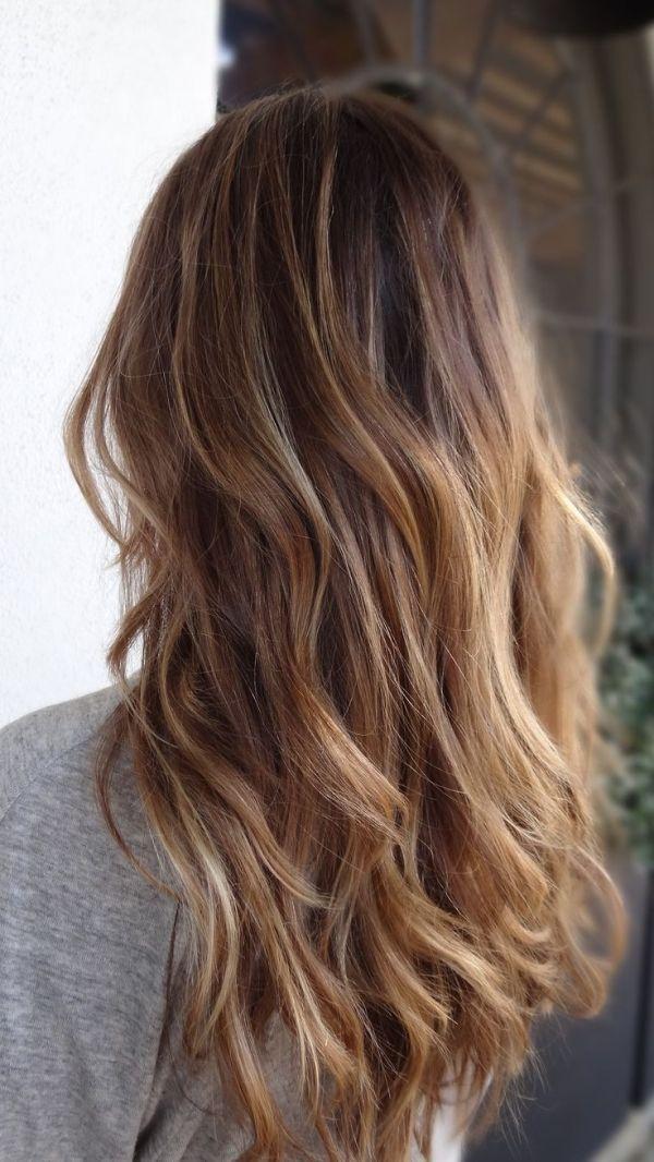 ¿Qué hacer con un pelo aburrido y sin vida? Opta por unas naturales mechas Balayage ♥