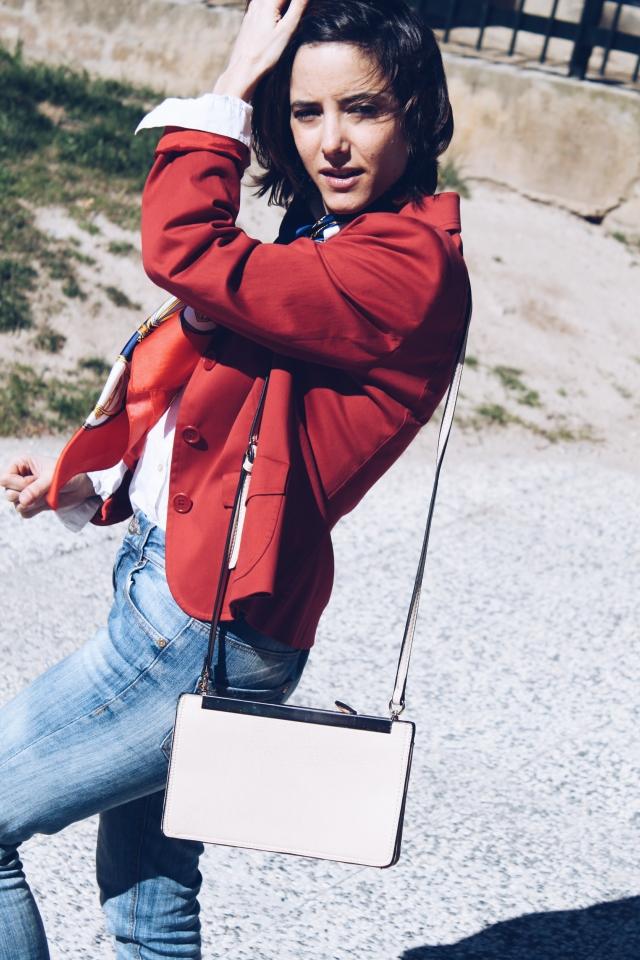 girl blog blogger trendy two twins gemela gemelas carmen marta cámbiame fashion moda americana blazer roja pañuelo seda rojo