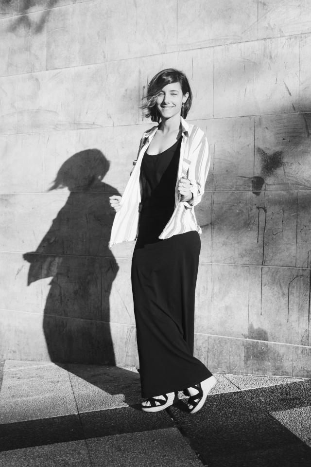 blog blogger camisa de rayas girl twin gemela fashion moda camisa de rayas vestido maxi largo negro outfit look casual