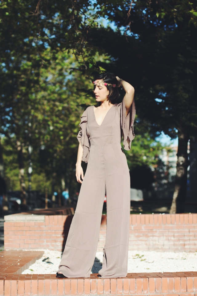 boda wedding look low cost outfit barato bonito mono jumpsuit ootd blog blogger gemela fashion moda twin marta carmen trendy two tendencia coroona de flores diadema