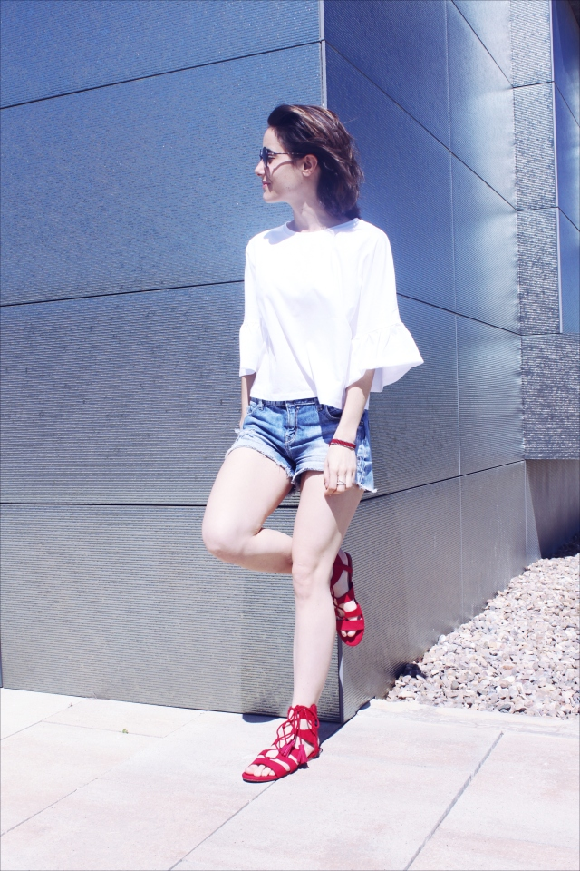 blog blogger girl sandalia sandalias rojas tendencia rebajas blusa manga acampanada blanca low cost barato baratas fashion moda carmen marta