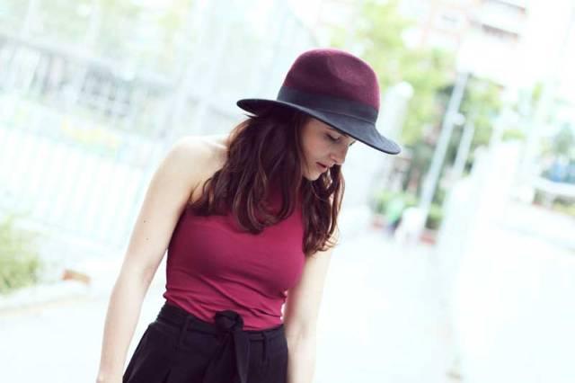 look-sencillo-low-cost-económico-camiseta-palazzo-trendytwo-trendy-two-carmen-marta-gemelas-sombrero-moda-blog-3