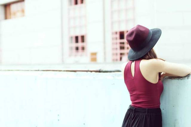 look-sencillo-low-cost-económico-camiseta-palazzo-trendytwo-trendy-two-carmen-marta-gemelas-sombrero-moda-blog-4