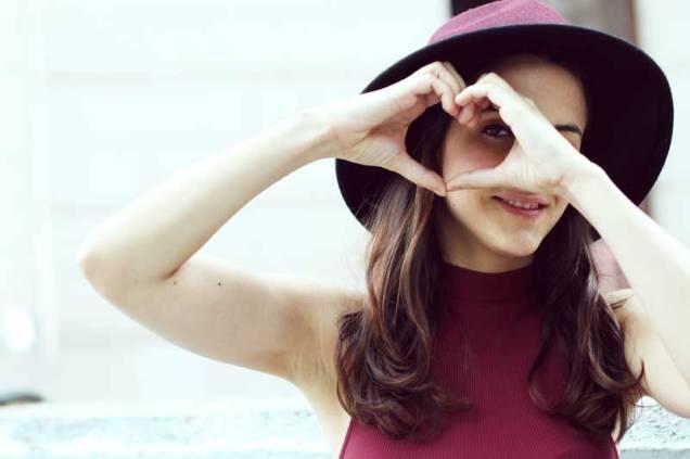 look-sencillo-low-cost-económico-camiseta-palazzo-trendytwo-trendy-two-carmen-marta-gemelas-sombrero-moda-blog-6