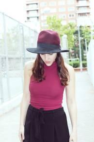 look-sencillo-low-cost-económico-camiseta-palazzo-trendytwo-trendy-two-carmen-marta-gemelas-sombrero-moda-blog