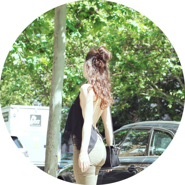 look sencillo low cost económico pantalón push up sandalias plataforma trendytwo trendy two carmen marta gemelas espalda aire camisa moño 5